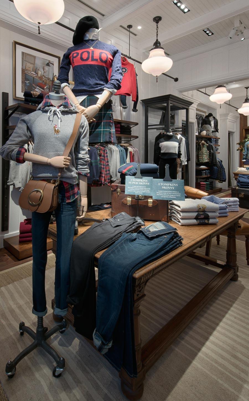 Scatto interior dello store Ralph Lauren in Bari